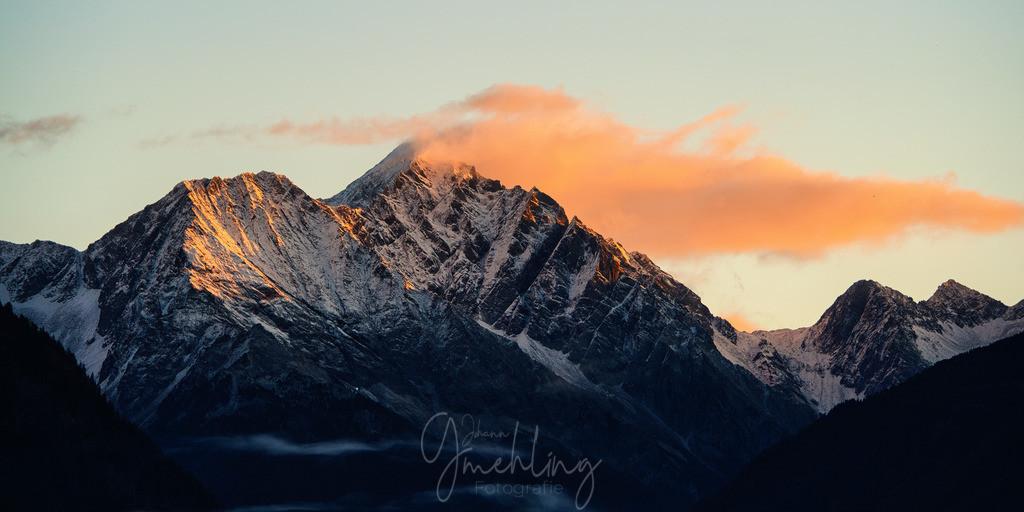 Morgenlicht in Südtirol | Rote Wolken bei Sonnenaufgang in den Bergen von Südtirol