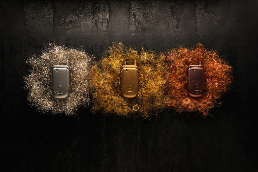 urban mining | 3 Mobiltelefone, in Kupfer, Silber, Gold stehen für die Elemente, die aus Elektroschrott gewonnen werden.Ca.40 Handys enthalten mehr Edelmetalle als eine Tonne Erz.
