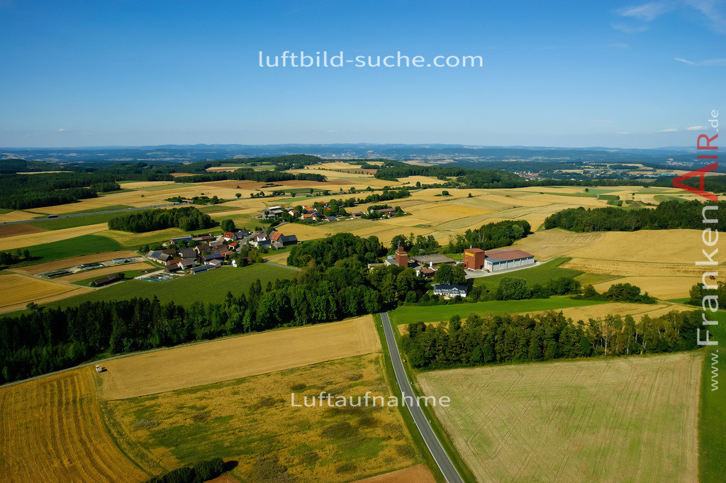 luftaufnahme-thurnau-2008-846   Luftbild von  Thurnau - Luftaufnahme wurde 2008 von https://frankenair.de mittels Flugzeug (keine Drohne) erstellt - die Geschenkidee
