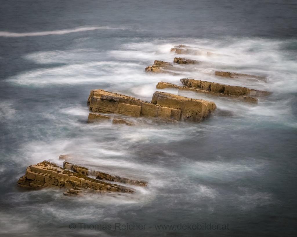 _7022706 | Waves. Wellenspiel irgendwo an der schottischen Küste.