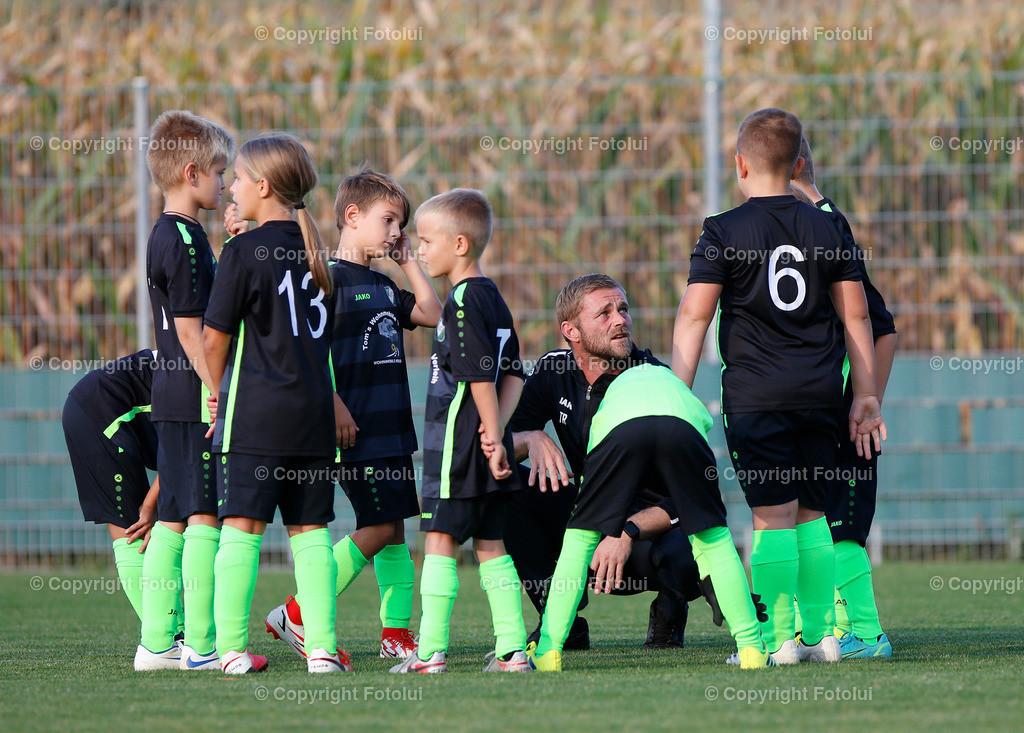 A_LUI27092021_07 | SPORT,FUSSBALL, FC WELS_SC HOERSCHING U 9 27.09.2021 IM BILD: SCHWARZ (HOERSCHING) UND ROT (FC WELS )FOTO:FOTOLUI