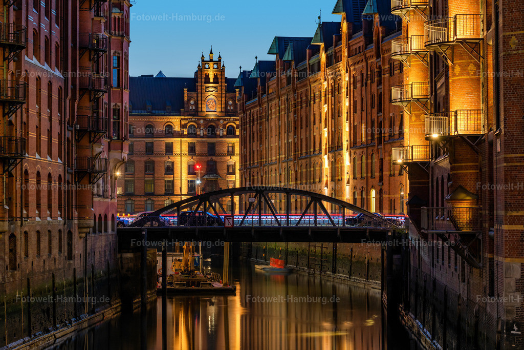 10201009 - Wandrahmsfleet bei Nacht | Beeindruckende nächtliche Lichtstimmung am Wandrahmsfleet in der Speicherstadt in Hamburg.
