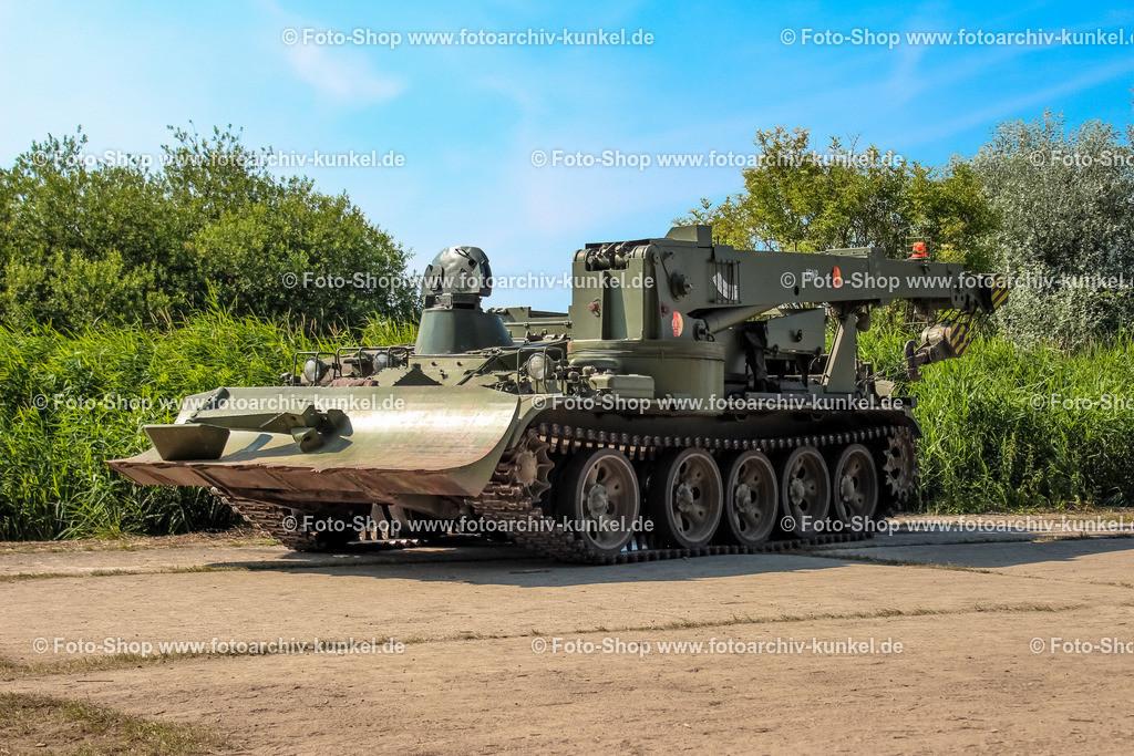T-55TK - Bergepanzer, Pionierpanzer | Der T-55TK wurde als Berge- und Kranpanzer bei der NVA eingesetzt. Die Wanne stammt vom mittleren Kampfpanzer T-55. Ausgestattet ist der T-55TK mit Ausrüstung für die Pioniereinheiten.