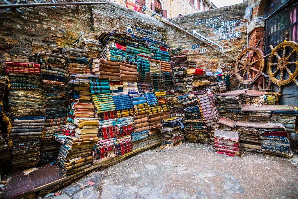 Libreria Acqa Alta-1