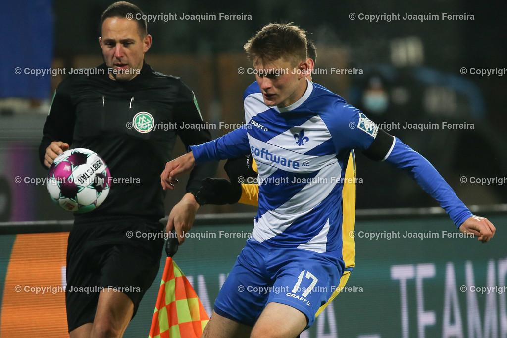 201127_svdvsbvt_0604   27.11.2020, xjfx, Fussball 2.BL SV Darmstadt 98 - Eintracht Braunschweig,  emspor, emonline, despor, v.l.,  Lars Lukas Mai (SV Darmstadt 98)     (DFL/DFB REGULATIONS PROHIBIT ANY USE OF PHOTOGRAPHS as IMAGE SEQUENCES and/or QUASI-VIDEO)