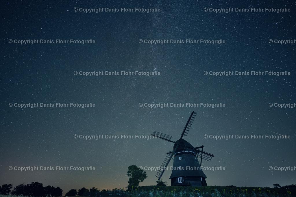 Farver Mühle mit Sternschnuppe   Die Farver Mühle mit Milchstraße und einer Sternschnuppe