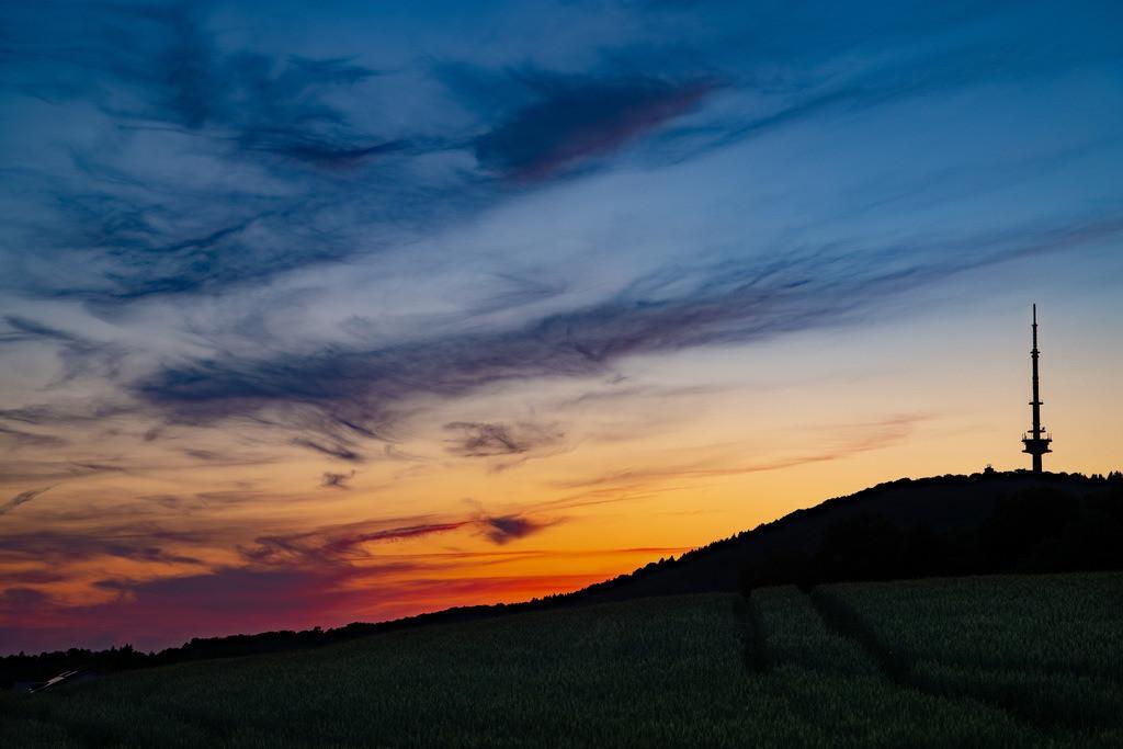 Teutoburger Wald und Hünenburg | Sonnenuntergang über der Hünenburg am Teutoburger Wald.