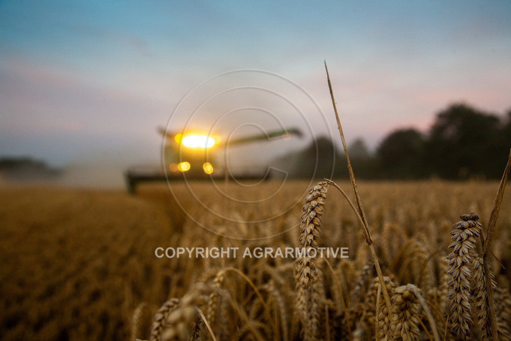 20120817-_MG_8773 | Weizenernte in der Dämmerung