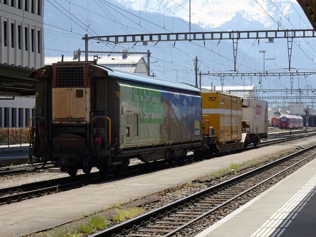 Bahnhof Landquart | Die drei Güterwagen am Bahnhof Landquart warten auf Ihre Lok.