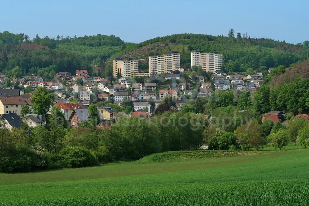 Skyline von Hemer | Ein Foto von der Skyline der Stadt Hemer. Die Stadt Hemer liegt im Märkischen Kreis. Die hügelige Topografie, die Wiesen und Wälder prägen die Stadt.