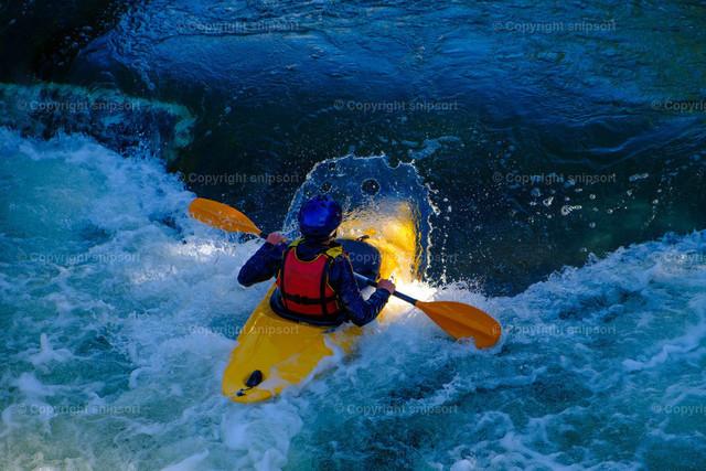 Rafting | Ein Kanufahrer beim Rafting.