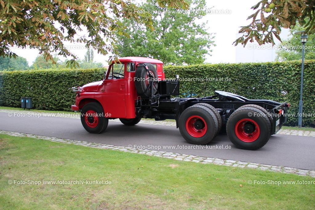 Tatra 148 NTt 6x6 SZM Sattelzugmaschine | Tatra 148 NTt 6x6 SZM Sattelzugmaschine, rot-schwarz, Bauzeit des Tatra 148: 1972-1982 (Serie), LKW, CSSR