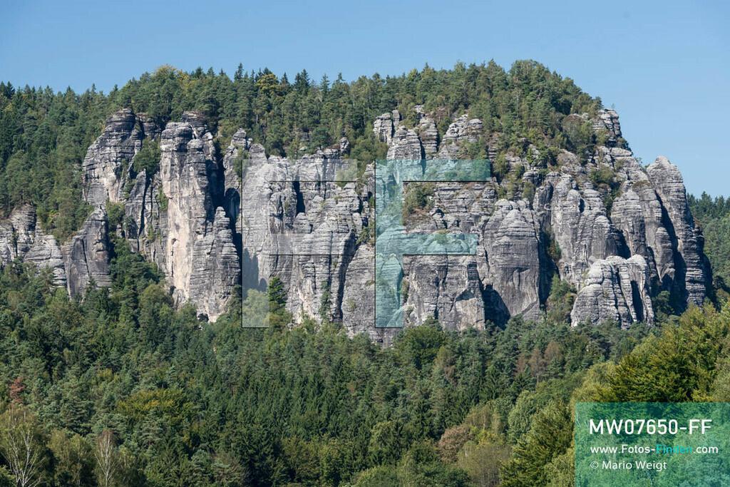 MW07650-FF | Deutschland | Sachsen | Sächsische Schweiz | Der Gansfelsen ist eine bei Kletterern sehr beliebte Felsformation.   ** Feindaten bitte anfragen bei Mario Weigt Photography, info@asia-stories.com **