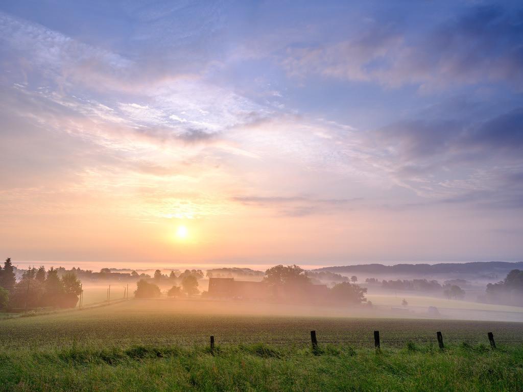 Sonnenaufgang im Juni über Kirchdornberg | Sonnenaufgang im Juni bei Kirchdornberg (Bielefeld).