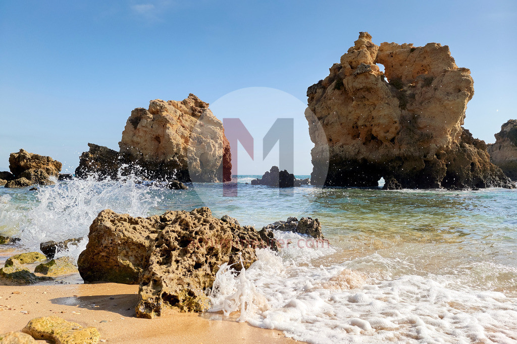 Am Strand an der Algarve in Portugal