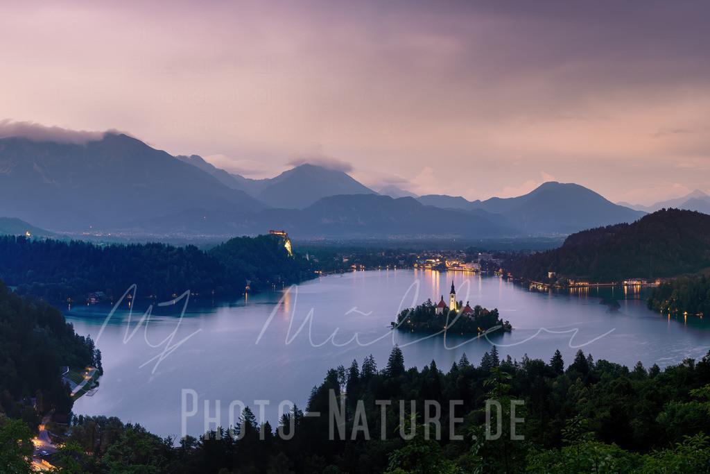 Sonnenuntergang am Bleder See | Die Insel liegt wunderschön im Bleder See, Slowenien