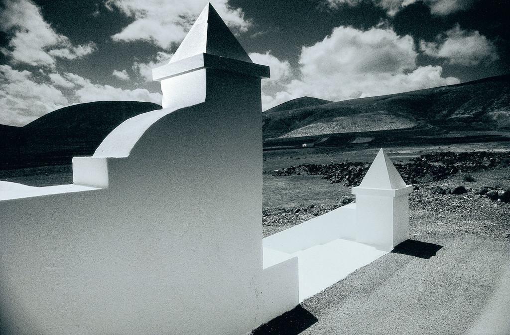 Rubicòn | weiße Mauer mit Spitzen, Yaiza, Lanzarote