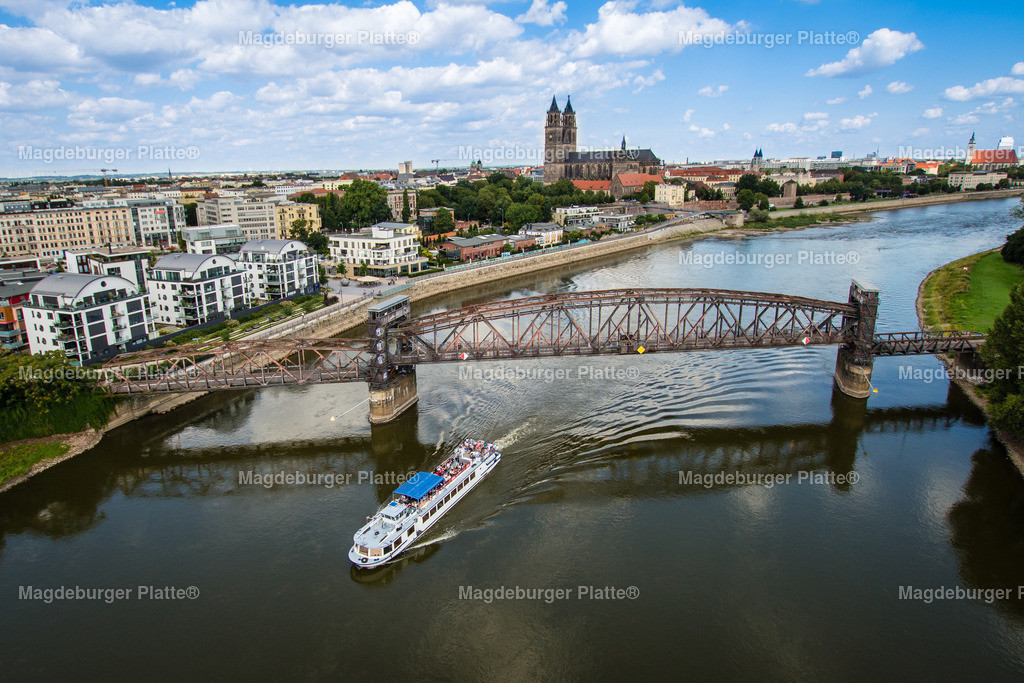 Hubbrücke Weiße Flotte