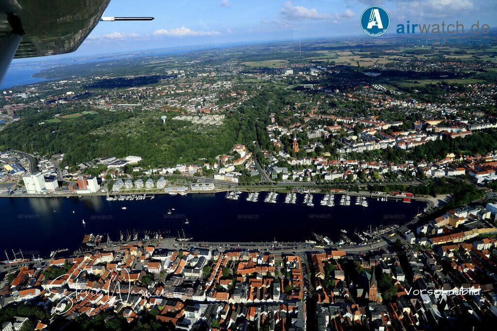 Luftbild Flensburger Foerde, Flensburg Binnenhafen, Hafendamm, Schiffbruecke, Wassersportclub WSF | Flensburger Foerde, Flensburg Binnenhafen, Hafendamm, Schiffbruecke, Wassersportclub WSF • max. 6240 x 4160 pix