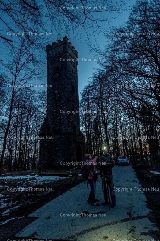 DSC_2353   Lautertal, Reichenbach, Lärmfeuer, der Ohlyturm blieb dunkel, keine Ilumination wie in den vergangenen Jahren, das einzige Lucht waren vereinzelte Wanderer oder die Autoscheinwerfer parkender Autos,  ,, Bild: Thomas Neu