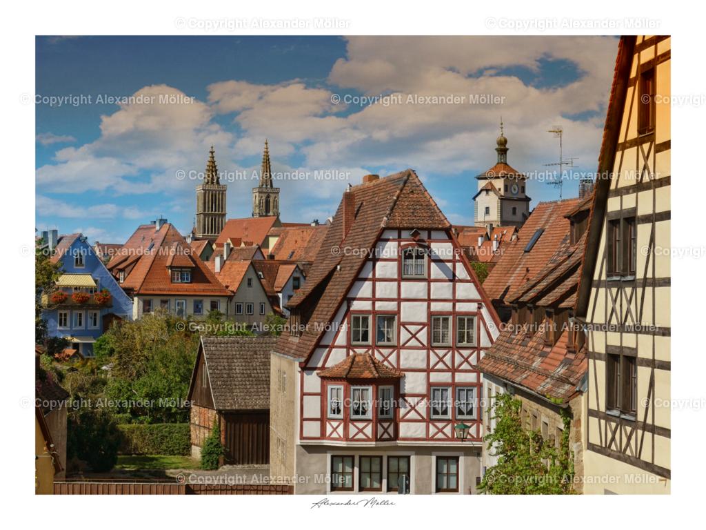 Rothenburg ob der Tauber No.112   Dieses Werk zeigt einen wunderschönen Blick von der Stadtmauer auf die Innenstadt. Im Hintergrund ist, rechts der Weiße Turm und die Stadtkirche von Rothenburg gut zu erkennen.