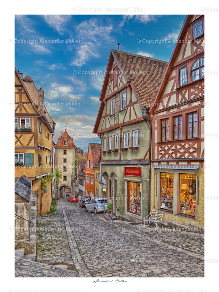 Rothenburg ob der Tauber No.8   Dieses Werk zeigt den Blick hinab der Kobolzeller Steige mit dem Blick auf das Kobolzeller Tor und links dem Plönlein.
