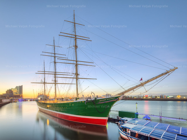 Rickmer Rickmers Hamburg | Das Museumsschiff Rickmer Rickmers bei Sonnenaufgang.