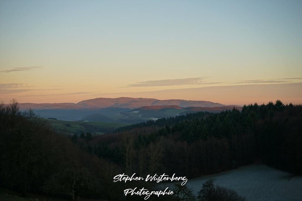 Donnersberg im Winterlicht | Der Donnersberg im winterlichen Sonnuntergang an der Karlshöhe