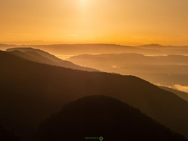 Sonnenaufgang | herbstlicher Sonnenaufgang auf der Wasserflue bei Küttigen (AG/CH)
