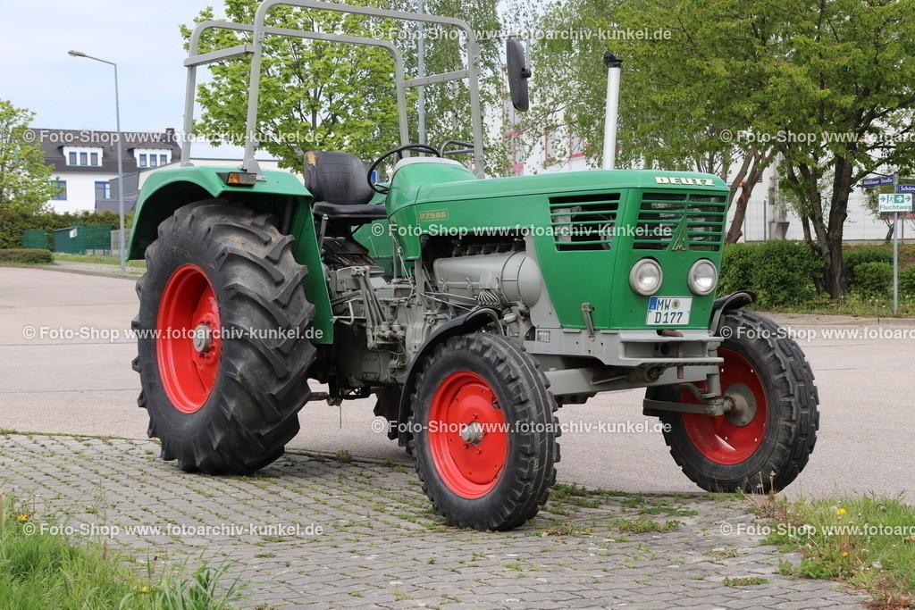 Deutz D 75 06 Traktor, Schlepper (Baureihe D-06), 1968-1970   Deutz D 75 06 Traktor, Schlepper, Grün, Bauzeit: 1968-70, Baureihe D-06, Motor F6L 912 Sechszylinder-Reihen-Viertakt-Saugmotor mit Direkteinspritzung (Diesel), luftgekühlt, Hubraum 5652 cm³, Leistung 75 PS, Vmax. 30 km/h, Hersteller: Klöckner-Humboldt-Deutz AG (KHD) Köln, Deutschland, BRD