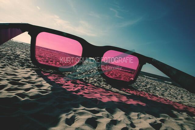 Strandmotiv, Sonnenbrille am Starnd   Sonnenbrille am Strand von Zingst