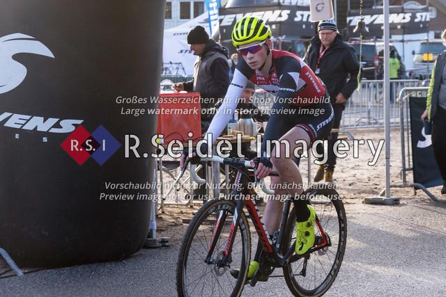 Radsport, Stevens Cyclocross Cup 2019, 10. Lauf (RSG Nordheide), Rennen 9 (Elite Herren + U23, Masters 2 / Elite Ü40 und Junioren U19), Buchholz i.d.N., 19.01.2020 | Timo Gruszczynski (RC Endspurt Herford, #94, U19m)
