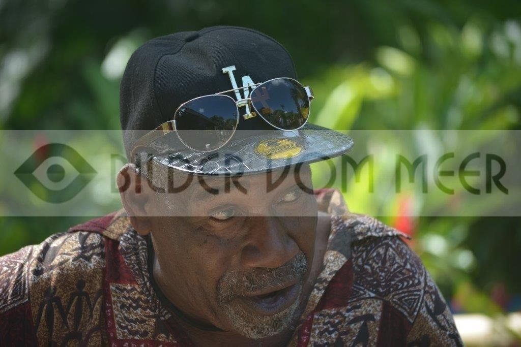Bilder vom Meer Jamaika | Gitarrenspieler im Urwald