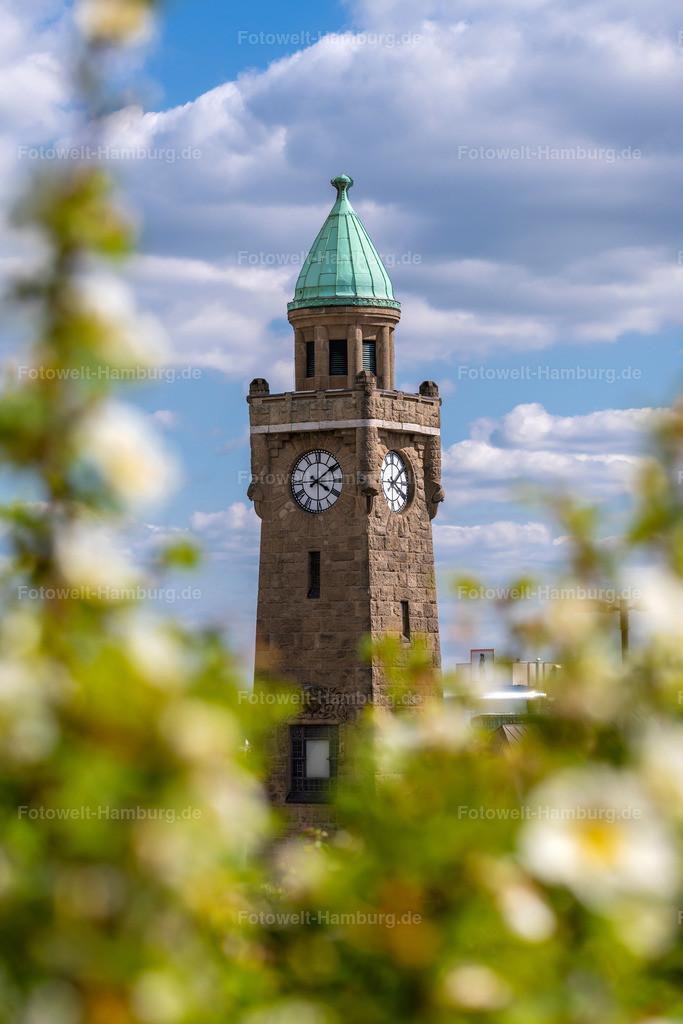 10200512 - Frühling an den Landungsbrücken | Frühlingshafte Stimmung an den Landungsbrücken mit Blick auf den berühmten Pegelturm.