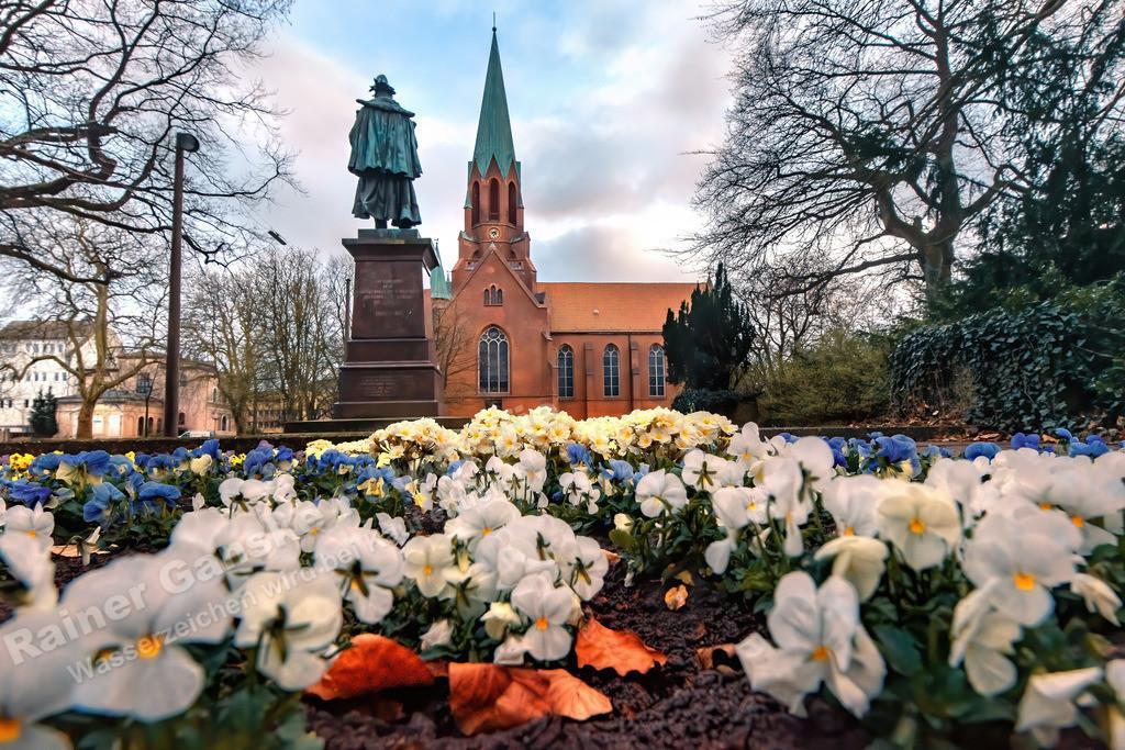 20210403-Wilhelmshaven-Frühling-Kirche-Blumen-4-April-2021-_2-Kopie