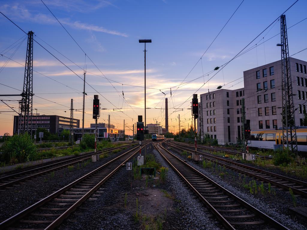 Am Bielefelder Hauptbahnhof | Am Bielefelder Hauptbahnhof bei Sonnenaufgang.