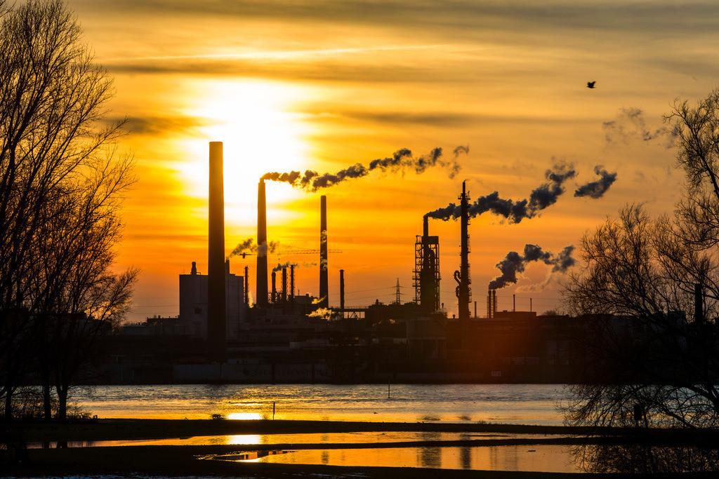 JT-130211-505 | Industrieanlagen der Sachtleben Chemie Gmbh, in Duisburg-Homberg. Hersteller von Spezialchemie, Schwerpunkt ist die Herstellung weißer Pigmente und Füllstoffe. Am Rhein gelegen. Duisburg, NRW  Deutschland, Europa.