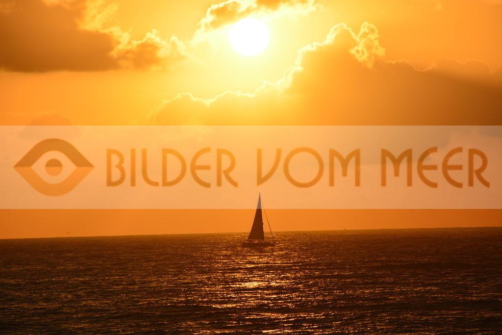 Bilder vom Meer als Wandbild vom Meer mit Sonnenaufgang am Meer | Wandbild Meer: Sonnenaufgang am Meerin Spanien