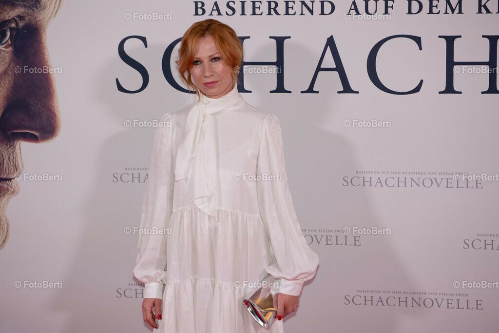 Premiere: Schachnovelle   Birgit Minichmayr