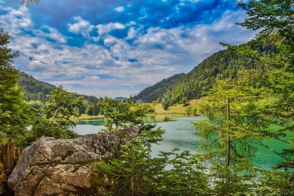Hintersteiner See | Felsformation mit türkisfarbenem Wasser