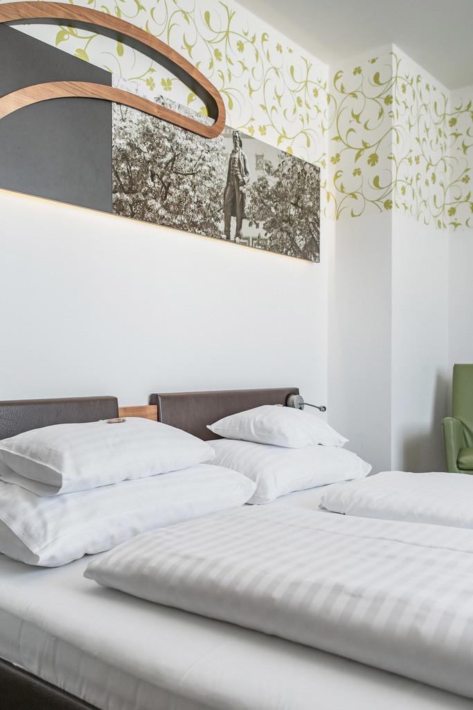 doppelzimmer-superior-01-hplus-hotel-ried