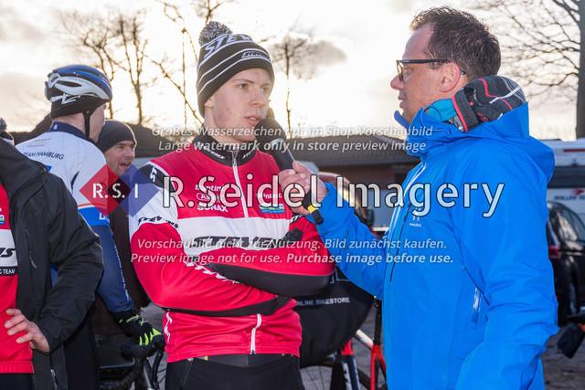 Radsport, Stevens Cyclocross Cup 2019, 10. Lauf (RSG Nordheide), Rennen 9 (Elite Herren + U23, Masters 2 / Elite Ü40 und Junioren U19), Buchholz i.d.N., 19.01.2020 | Paul Lindenau (RV Germania Hamburg, #17, Elite) im Interview