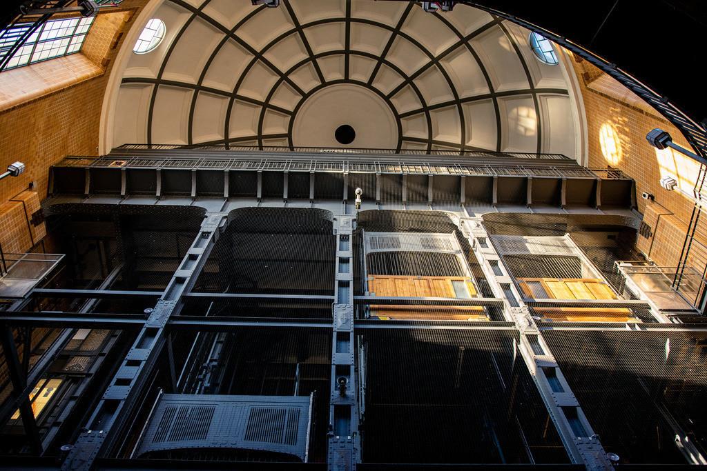 Alter Elbtunnel | Aufzugsanlage im alten Elbtunnel