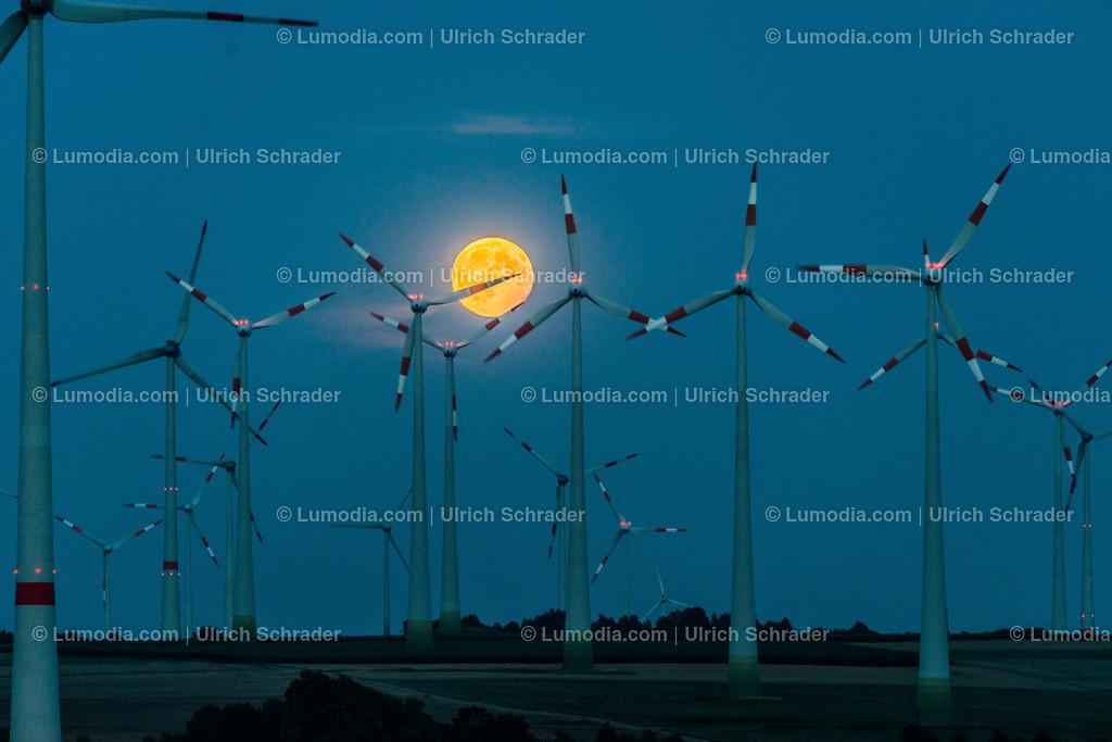 10049-10158 - Vollmond _ Windpark Dardesheim   max. Auflösung 7360 x 4912
