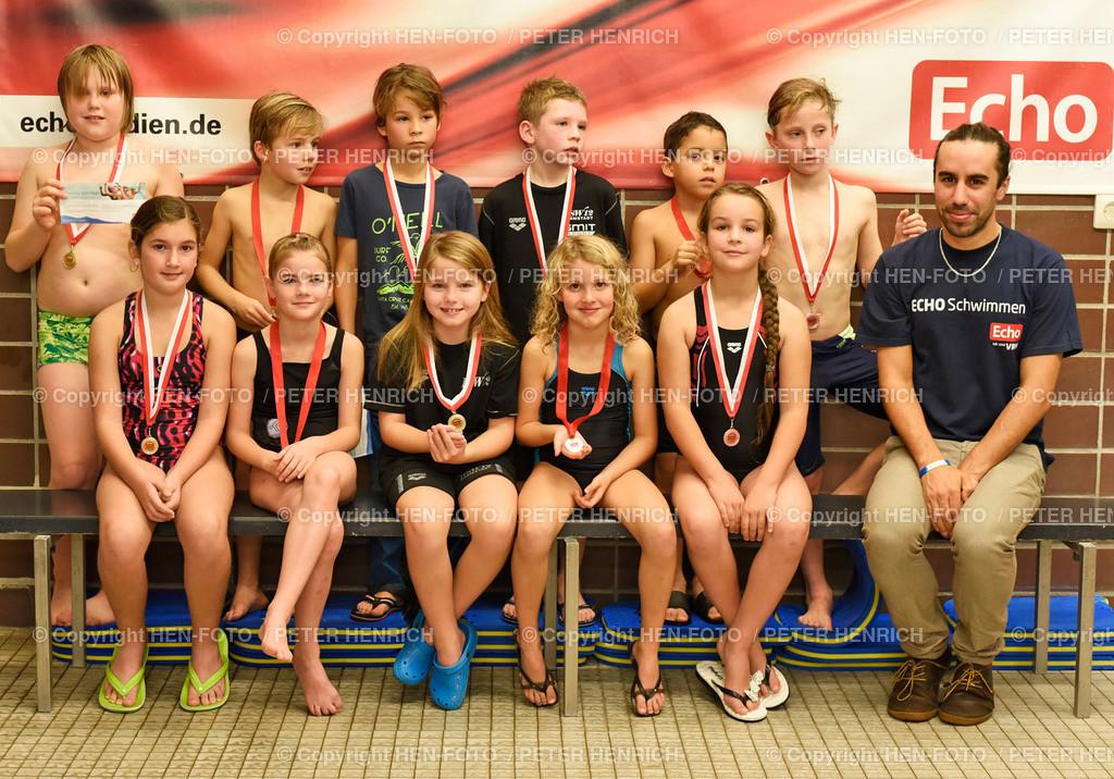 ECHO-Schwimmen Printausgabe 20191102 - copyright by HEN-FOTO   ECHO-Schwimmen Printausgabe 20191102 - Gruppe 3 Jg 2011 mit Thomas Pignede (re) - copyright by HEN-FOTO - Foto: Peter Henrich