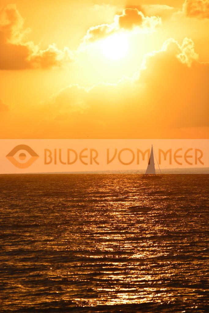 Sonnenaufgang Bilder | Sonnenaufgang Bilder am Meer mit Segelboot