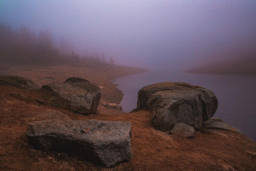 Steine am Oderteich   Frühmorgens am Oderteich