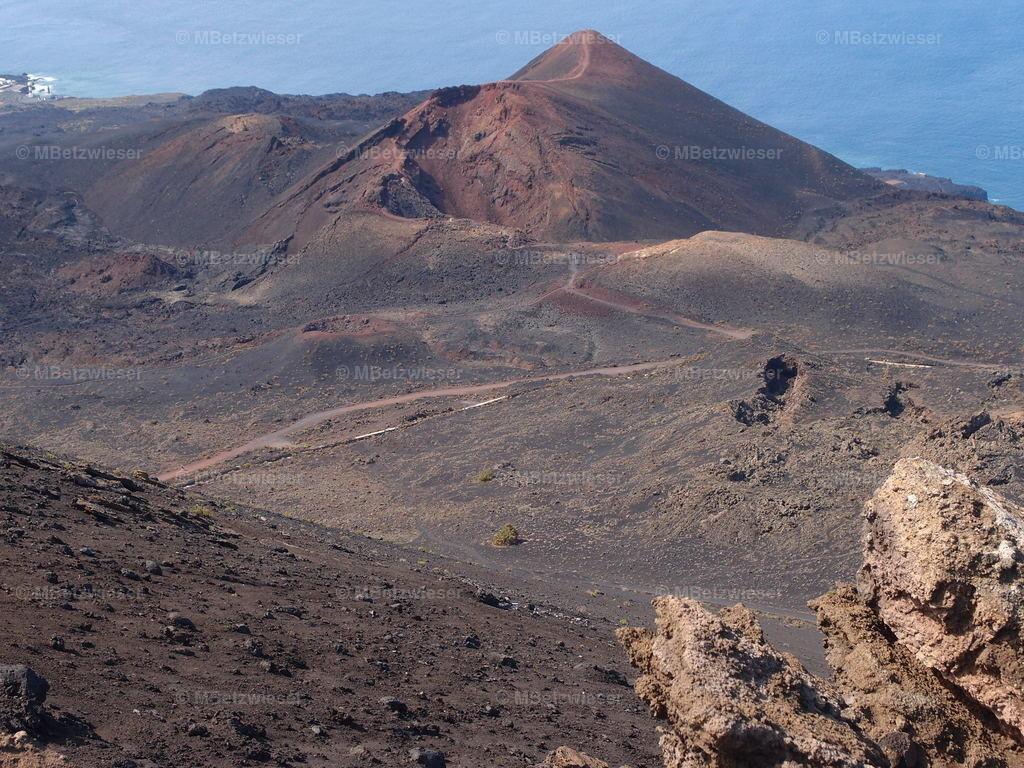 P5081129 | Der 1971 ausgebrochene Vulkan Teneguia in Fuencaliente im Süden von La Palma.
