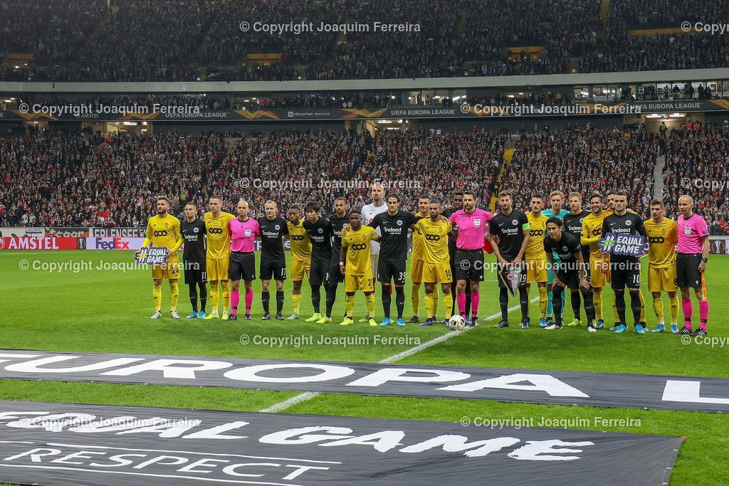 191024_sgevslie_0369 | 24.10.2019 Gruppenspiel Gruppe F UEFA Europa League Saison 2019/20 Eintracht Frankfurt - Standard Liege  emspor, emonline, despor, v.l., Die Mannschaften Standard Liege und Eintracht Frankfurt, Gruppenfoto  Foto: Joaquim Ferreira (DFL/DFB REGULATIONS PROHIBIT ANY USE OF PHOTOGRAPHS as IMAGE SEQUENCES and/or QUASI-VIDEO)