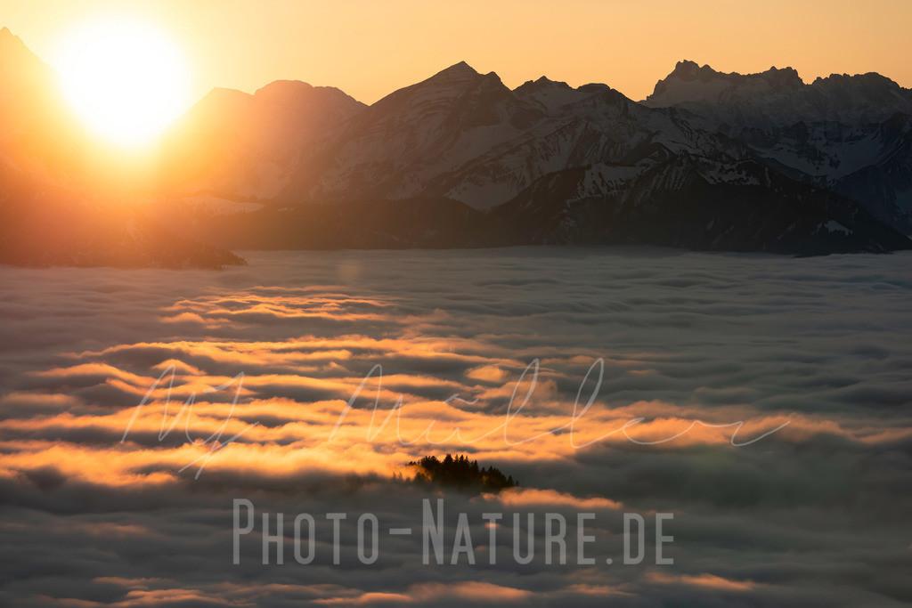 Glühender Sonnenuntergang | Ein spektakulärer Sonnenuntergang in den bayerischen Alpen